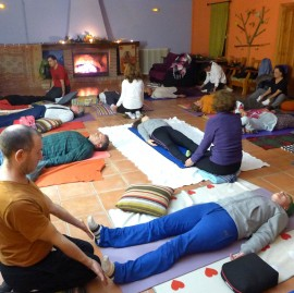 retiro-de-yoga-taller-masajes-270x269